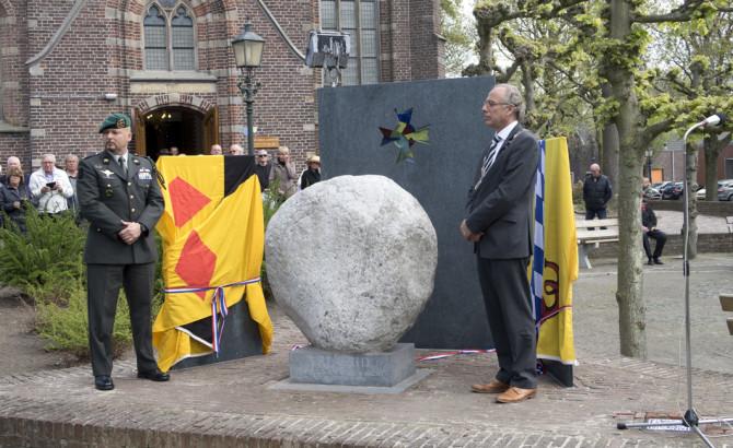 04-05-2015 | Marco Kroon onthult monument voor oud-verzetsstrijder Cor van Bemmel