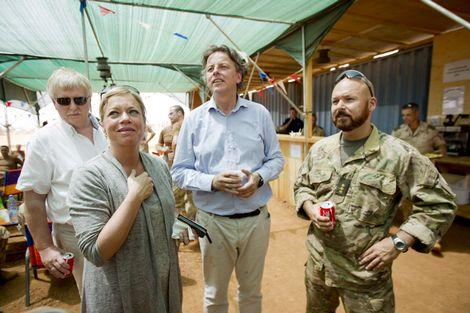 26-05-2014 | Marco Kroon ontmoet minister Hennis-Plasschaert van Defensie in Mali