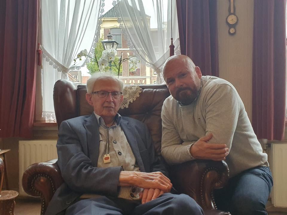 2019-09-26   Marco Kroon bezoekt 102 jarige veteraan Moerman